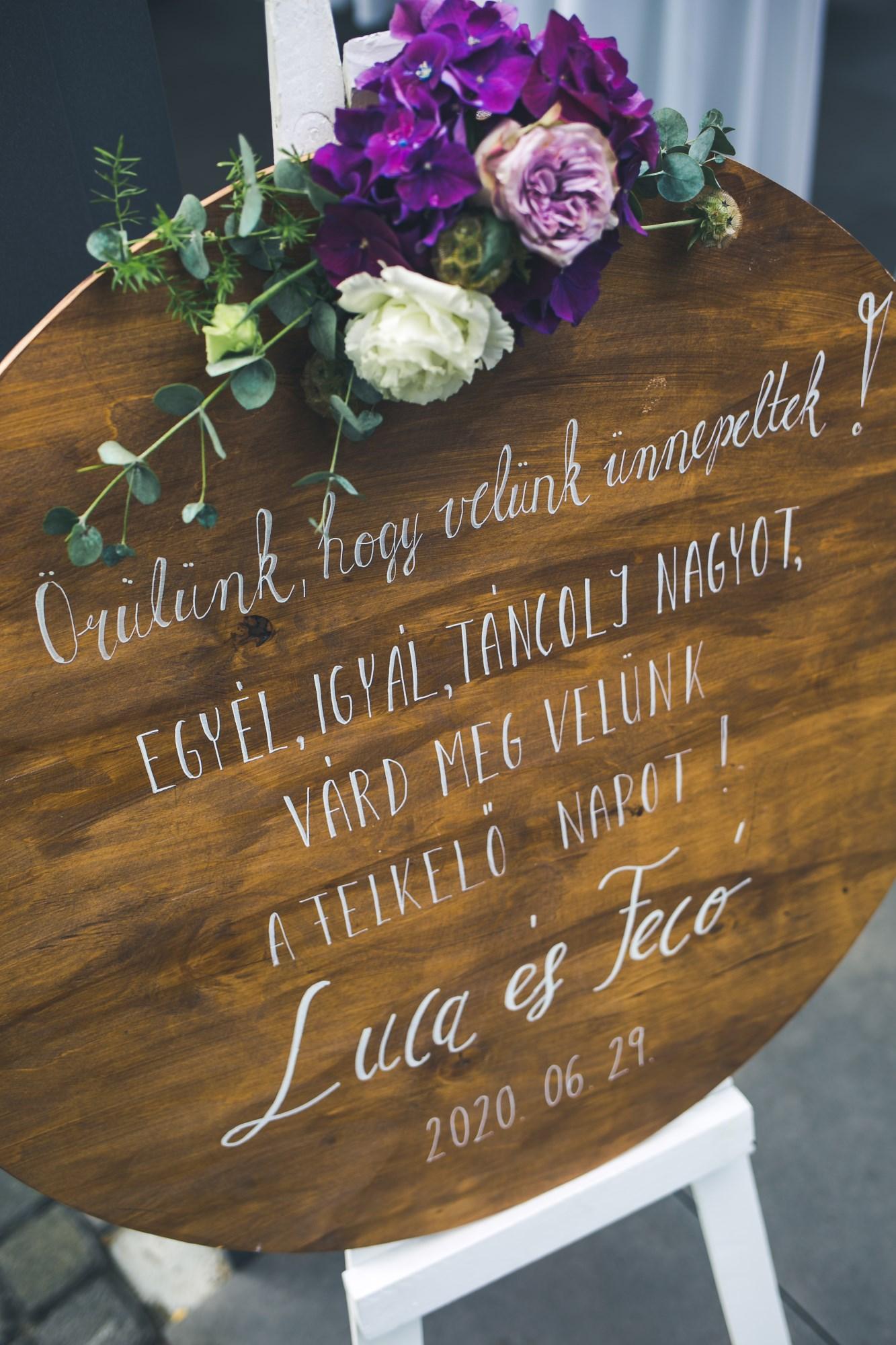 lakeside_wedding_topart_hotel_es_etterem_koszonto_virag_dekoracio