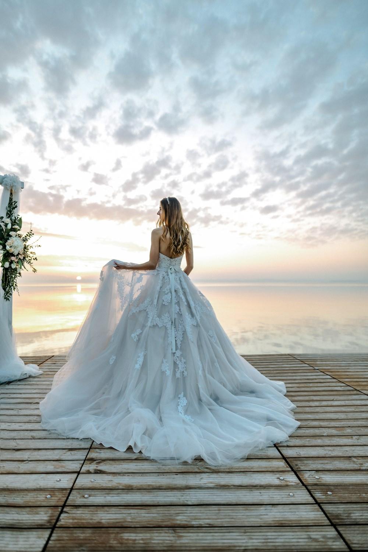 topart_hotel_weddingdress_ruha_menyasszony_happiness_beutiful view_lakeside